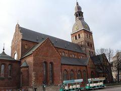 リガ大聖堂でオルガンコンサートのチケットを購入する。 10ユーロ(子供7ユーロ)。