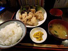 上田駅前のお店で夕食。鶏の唐揚げが上田の名物らしいので、鶏の唐揚げ定食(810円)を頂いてみました。