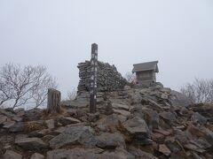 四阿山(標高2354m)に登頂!日本百名山の70座目。 ガスって眺望はありませんでした。