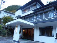 本日のお宿、湯の島館さんに到着。  鯉ケ滝から歩いて40分くらいでした。