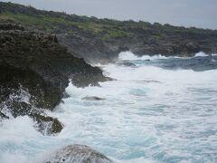 すべて海岸線は盛り上がった断崖なので...