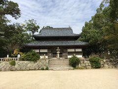 大宰府政庁跡に向かって歩いていくと天智天皇が発願して建立した古刹の観世音寺