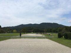 そして奈良、平安時代を通して九州を治め、西の守りの要となっていた大宰府政庁跡に到着。ん、大勢の小学生、課外授業だろうか