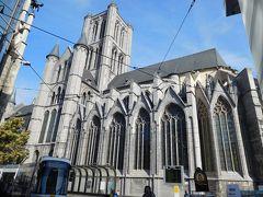 コーレン広場で市電を降りると、すぐ近くに立派な教会があった。 聖ニコラス教会ね。