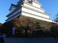 日も傾いて来て最後に訪れたのは「鶴ヶ城」 前回来たのが修学旅行だったので分からなかったけど、ここの駐車場はお城の敷地内にあるんですね!こういった所は他にもあるんでしょうか?私は初めてだったので何だか不思議な感じがしました。