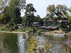 Lac Inférieur(下の湖)中の島のレストラン「Le Chalet des Iles」  ボートでここに渡ってサプライズ~!のつもりだったのに ド方向音痴な私、湖を逆に回ってしまい時間がなくなりました(涙) ボートはレストラン利用者は無料ですが、それ以外の人は1.5ユーロ