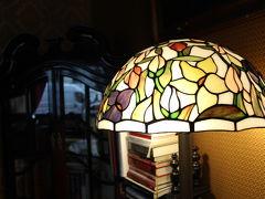 ユーゲントシュティール建築を観光した後は、Art Cafe Siennaへ。 このランプ素敵~。