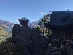 さて、山寺といえばこの景色です。逆光なのが残念。