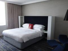 買い物してから、12時過ぎにホテルに戻ったら、チェックインできました。2025号室。
