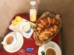 買ってた食材でシャフハウゼンのホテル自室で朝食をとり  8:14発の列車に乗り約45分でチューリッヒ空港へ  1/2カードで11.6CHF