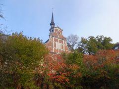 市庁舎から歩いて15分ほど。ぺギンホフにつきました。 紅葉していて美しい。 ベギンホフとは、中世十字軍の時代に男たちが戦争で不在の間、女性たちが集まって共同生活していた場所です。