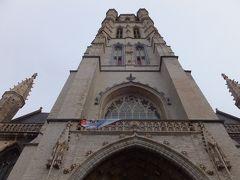 聖バーフ大聖堂にきました。 ゲントに来たのはここが一番の目的です。 ファン・アイク兄弟が1432年に制作した「神秘の子羊」があります。 中は撮影禁止。