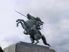 二の丸東大手門近くの広場にある最上義光の像。