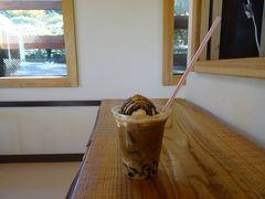 ガレバハウスで「カフェ・ド・フレーバー」を。  ナッツとコーヒーゼリーの食感が、子気味良いネ♪