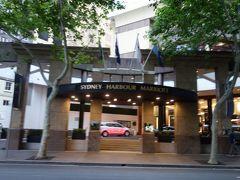 予定通り19時頃フォーシーズンズホテルに到着して、マリオットホテルに歩いて戻ります。