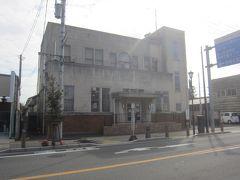再び国道に出て岩槻郷土資料館。 このレトロな建物も見どころ。昔の岩槻警察署の建物だそうで、国の登録有形文化材に登録されたそう。