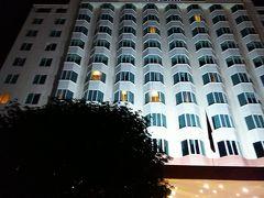 日もとっぷり暮れた6時過ぎ、やっと本日の宿泊先、スターシティ ハロンベイ ホテルに到着です。