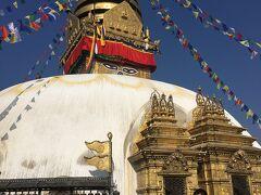 スワヤンブナート頂上の、ネパール仏教最重要と言われる仏塔です。仏塔に描かれている目は、森羅万象を見通す力をもつ「仏陀の知恵の目」だそうです。