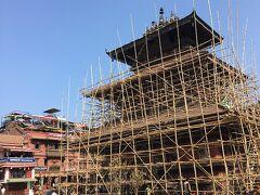 ティル マハディーヴ ナラヤン寺院です。  震災の修復中です。