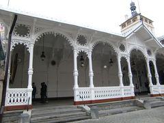 Market colonnade  レース状の木製装飾がきれい。