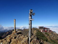 赤岳(標高2899m)に登頂♪ 2年半前に八ヶ岳を縦走して以来2回目です。 他に誰もおらず、山頂を独り占め。  八ヶ岳縦走の旅行記 https://4travel.jp/travelogue/11136472
