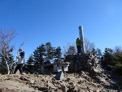 甲武信ヶ岳(標高2475m)に登頂♪日本百名山の71座目。 山名は「甲」斐、「武」蔵、「信」濃の三国境に位置していることに由来しているそうです。現在は山梨、埼玉、長野の三県境。