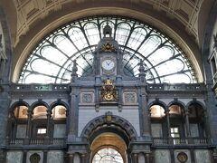 アントワープ中央駅着。噂通りの凄い駅です。