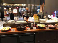 京都駅に到着して 大阪からきてくれたお友達と合流。 おなかすいた~! 京都駅にあるお店へ。  私がお漬物好きなことを知っていてくれて。 竈炊き立てごはん 土井さんへ。