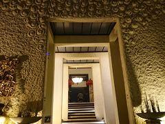 19:25 ジェンデラ・バリ  パーク内の高台にあるおしゃれなレストラン。