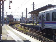 福山から塩町までの福塩線は直通の列車はなく府中駅で乗り換えます。ここから先は非電化区間です。スムーズに乗り換えできる列車より1本早い列車できたので、この駅で36分待ち時間があり外へ出たりのんびり過ごします。