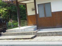 少し遅れて三次へ到着し、その三次駅からの列車は超満員でした。普通列車ですが途中で長谷駅だけは通過します。JR西日本には読みは違うが同じ漢字の長谷駅がもう一駅あるのですが、三江線が廃止されれば混同はなくなるのでしょう。写真は確か、さくぎぐち駅に停車中に撮りましたが、ホームは反対側にしかない駅でした。