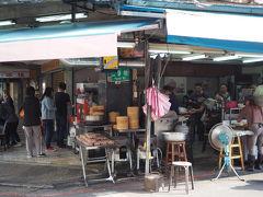 朝、タクシーで大人気店へ朝食を食べに行きます