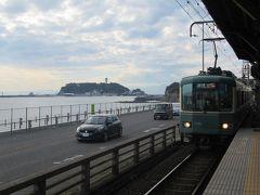 江ノ電と江の島のツーョット。たまりません。