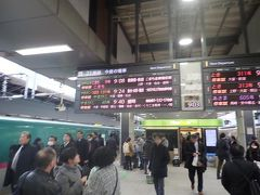 12月8日。午前9時過ぎの東京駅。