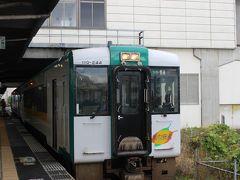 仙台の次の古川駅で新幹線を降ります。 ここでJR東日本の陸羽東線に乗り換えます。 2両のデイーゼルカーのローカル線です。