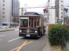 やって来た仙台市内周遊バス・るーぷる仙台に乗車します。