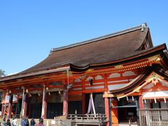 ちょうど突き当たりにある「八坂神社」 本殿で参拝。