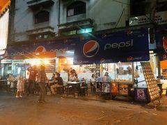 11時半からジュース以外なにも口にしていないのでお腹ペコペコです。 プロンポン駅にある日本人に人気の『イムちゃん』にやってきました。 タイに来たからにはトムヤムクンを食べなきゃとお店をネットで探していたのですがイムちゃんは値段も手頃で美味しいと書いてあったので期待。