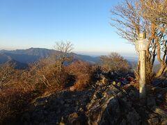 稜線に出て少しだけ登ると、大普賢岳(標高1780m)に登頂♪