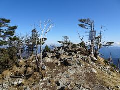 八経ヶ岳(標高1915m)に登頂♪ 大峰山脈の最高峰です。日本百名山の73座目。