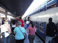08:42、ヴェルサイユRG駅に到着。