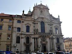 マラーストラナ広場にある、壮厳なバロック式の「聖ミクラーシュ教会」です。