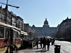 9番のトラムに乗っでムーステックまで来ました。 ここにはヴァーツラフ広場があります。