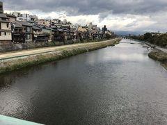 グーグルマップを頼りに、鴨川を眺めながら、橋を渡って。