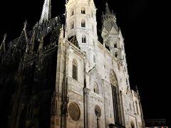 昨日は、いやなことがあった、シュテファン大聖堂ですが、ライトアップは綺麗ですね。