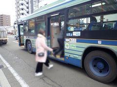 仙台駅への戻りはちょうどやって来た一般の市バスに乗りました。 こちらは程よく席が埋まる程度の混雑でゆったり座って行くことができました。  るーぷる仙台の一日券では乗車できず、別料金です。(仙台駅まで180円。) それでも、もうあんな通勤電車みたいなバスに乗るくらいならと、こちらを選びました。 (るーぷるの一日券での市バスへの乗車も認めたら少しはるーぷるの混雑緩和になりそうな気もするんですが・・・)  (つづく)