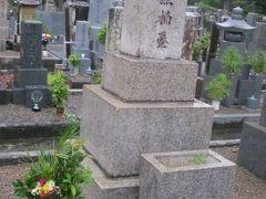 そして、多方面で才能を発揮された、地元の英雄、南方熊楠氏のお墓も、このお寺の墓地内にあります。  日本史の教科書にも出てくるような著名な方の割には、お墓が非常に質素な印象ですね…。