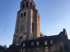 おそらくパリの中で1番好きな地区。中心地のようにごちゃごちゃっとせず静かで、でもお店も多く、ルーヴル美術館の方まで徒歩で余裕で行ける(^^)