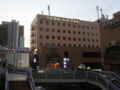JR高崎線の上尾駅隣接。大宮駅まで2駅8分。 さいたまスーパーアリーナのイベント等で新都心周辺のホテルが満室の際は穴場かも。