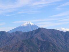 まずは、南側展望台へ  富士山が綺麗でした。